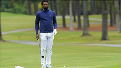 Former NBA star J.R. Smith stung by hornets during college golf debut