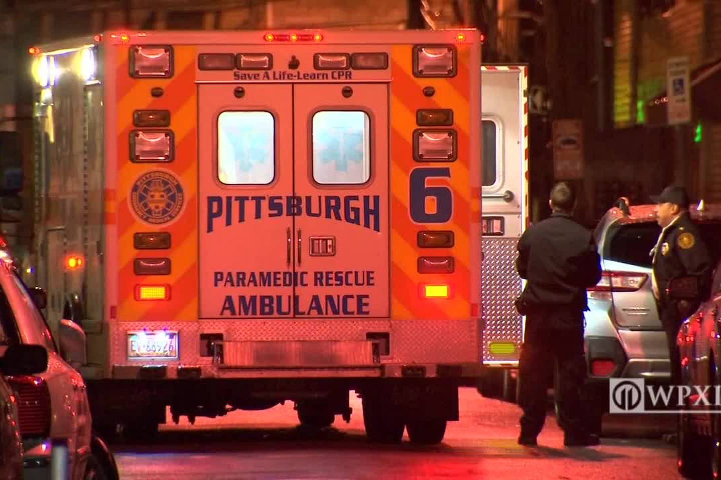 Man stays at bar for 30 minutes after being stabbed, police say